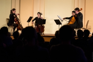 4 violoncellistes à la salle de la Bourse