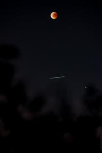 La lune Mars et un avion