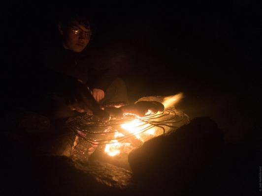 Griller des saucisses sur le feux